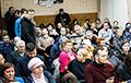 Бунт у Грушаўцы: Менчукі крычалі чыноўнікам «Гэта злачынства!»