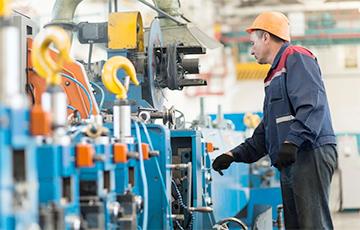 Госпредприятия Беларуси начали платить зарплаты продукцией