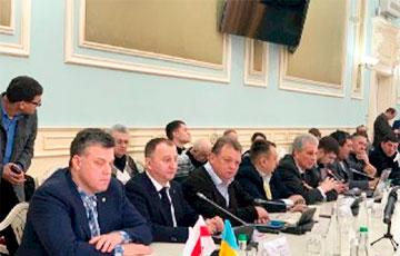 Белорусы и украинцы решили, как бороться с гибридной экспансией РФ