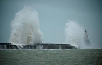 В Европе бушует мощный ураган «Сиара»: фоторепортаж