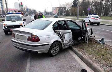 В Бресте BMW снес 11 пролетов ограждения и 4 дорожных знака