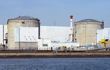 Франция останавливает старейшую АЭС