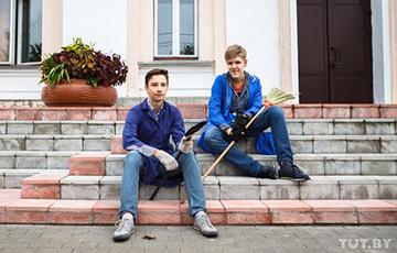 В Беларуси пересмотрели список работ, которые могут выполнять подростки до 16 лет