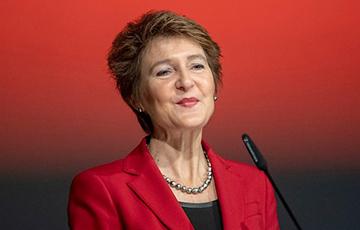Президент Швейцарии пригласила на свой юбилей всех сограждан, которые родились с ней в один день