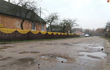 Жители Дрогичина - Лукашенко: Мы не заслужили в старости хороших дорог и 160 метров асфальта?