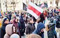 Фотофакт: Бело-красно-белые  флаги на Марше Немцова в Москве