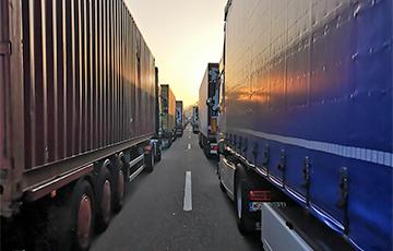 На границах Беларуси продолжается транспортный коллапс