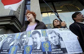 В Беларуси приостановлено расследование исчезновения экс-главы МВД Захаренко