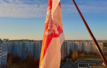 Фотафакт: Беларусы адзначаюць Дзень Волі дома
