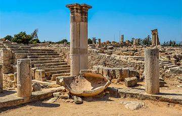 Археологи обнаружили древнегреческий бронзовый артефакт Дельфийского оракула