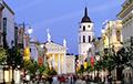 В Вильнюсе начнут дезинфицировать остановки, скамейки и мосты