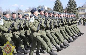 Фотофакт: в Минске военные готовятся к параду