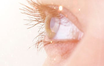 Медики выяснили, можно ли заразиться коронавирусом через глаза