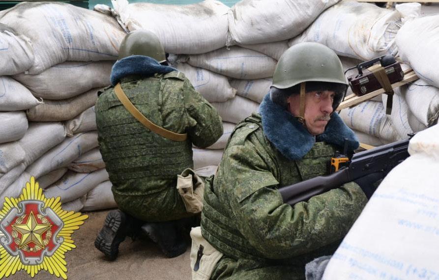 Фотофакт: на блокпостах в Клецке появились «партизаны»