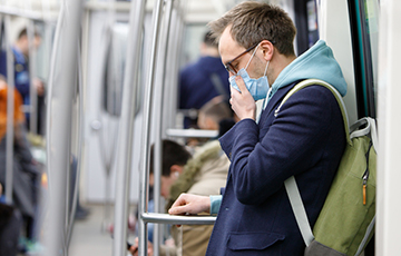 Ученые: Шелк в основе масок помогает от COVID-19 лучше других материалов