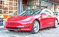 Владелец Tesla запер угонщика внутри авто со смартфона