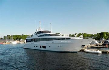Яхту Медведева из фильма «Он вам не Димон» выставили на продажу