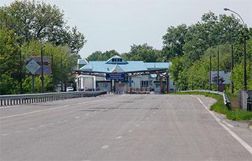 Сегодня за выезд из Беларуси на машине начали брать плату