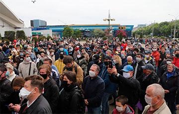 Cтаткевич и Тихановский собрали тысячи людей возле Комаровского рынка (Онлайн, видео)