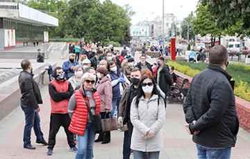 Тысячы людзей у чэргах, каб падпісацца супраць Лукашэнкі: Мінск, Віцебск, Брэст, Жлобін, Стоўбцы…