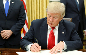 Трамп перед уходом снял ограничения на въезд в США из Европы
