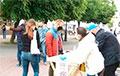 Людзі масава падпісваюцца за Ціханоўскую у Берасці
