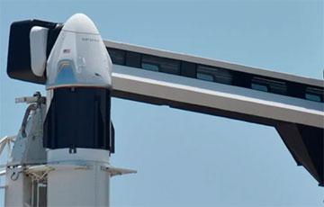 Crew Dragon Илона Маска с двумя астронавтами возвращается на Землю