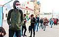 Гигантские очереди выстроились, чтобы подписаться за перемены: кадры из разных городов Беларуси