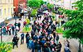 Видеофакт: Впечатляющая очередь на пикете в Бресте