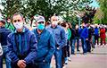 Видеофакт: Километровые очереди на пикетах в Гродно и Минске