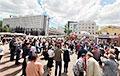 В Витебске тысячи людей стоят в очередях, чтобы подписаться за Тихановскую