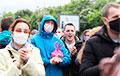 Фотофакт: Огромная очередь в Гродно из желающих подписаться за Тихановскую