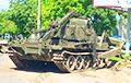 В Гродно военные уронили с платформы бульдозер