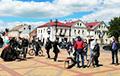 В Кобрине проходит пикет по сбору подписей за Светлану Тихановскую