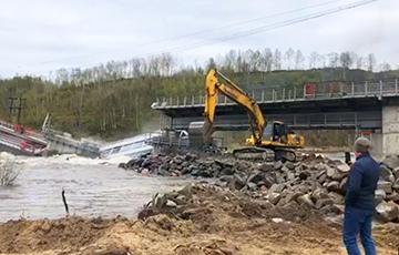 Под Мурманском рухнул единственный железнодорожный мост, соединявший регион с остальной Россией
