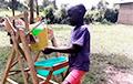 Видеохит: 9-летний кениец изобрел чудо-машину для мытья рук