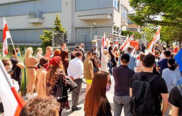 В Варшаве прошла многочисленная акция солидарности с Сергеем Тихановским и свободной Беларусью