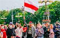Эмоциональный фоторепортаж: Как минчане ставили подписи за страну для жизни