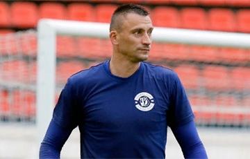 Бывшего вратаря сборной Беларуси по футболу оштрафовали за участие в акции