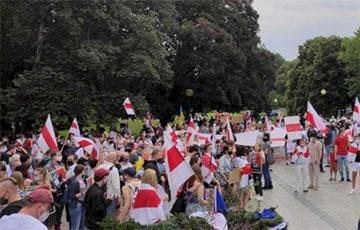 В Варшаве прошел многочисленный Марш солидарности с белорусами (Онлайн, видео)
