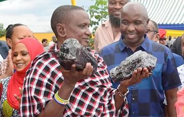 Танзанийский старатель нашел редчайшие кристаллы и проснулся миллионером
