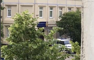 Видеофакт: Сотрудников милиции каждый день вовлекают во Флешмоб солидарности