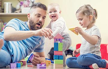 Исследование: активные игры с отцом развивают у ребенка самоконтроль