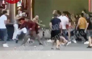 Появилось видео массовой драки со стрельбой в центре Киева