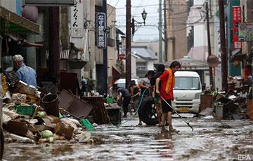 На юго-западе Японии бушует наводнениe: фоторепортаж