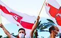 Фотофакт: Бело-красно-белые флаги над Майами