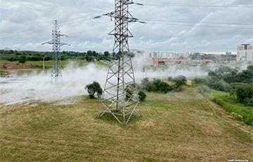 «Из люков бил фонтан кипятка»: в Минске прорвало трубы с горячей водой
