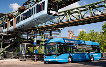 В Германии появились городские водородные автобусы, которые получают энергию от мусора