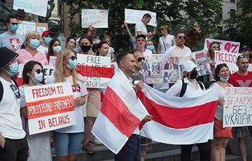 Belarusians Of Montreal Held Solidarity Rally