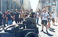 Активисты принесли шины в центр Черновцов